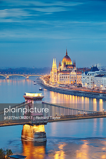 View of the Danube river, Chain Bridge (Szechenyi Lanchid) and the Parliament building - p1377m1382017 by Richard Taylor