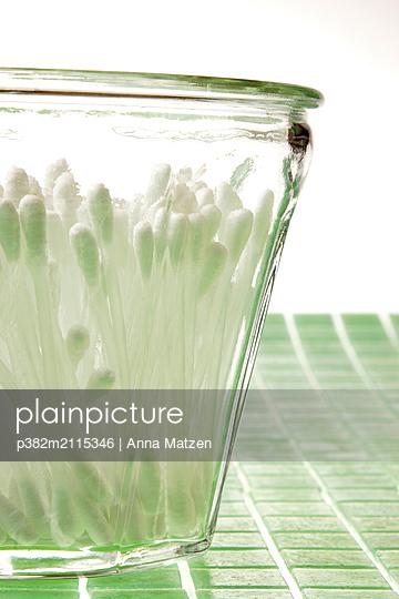 Cotton buds in the glass - p382m2115346 by Anna Matzen