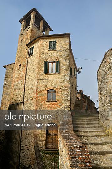 Building in Montone - p470m934135 by Ingrid Michel
