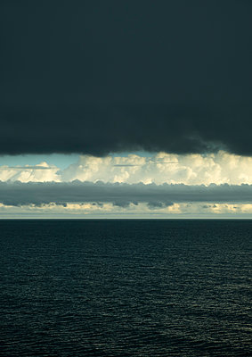 Seascape with dramatic sky  - p1132m2126167 by Mischa Keijser