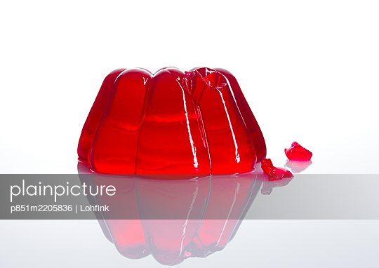 Red jelly - p851m2205836 by Lohfink