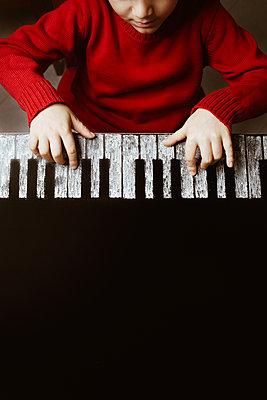Child plays piano drawn - p1623m2223281 by Donatella Loi