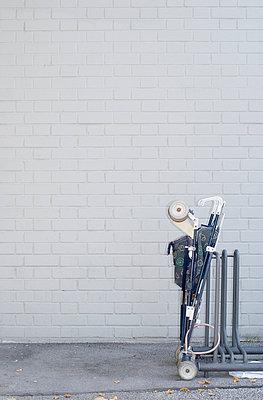 abgestellter Buggy - p9790610 von Freudenthal