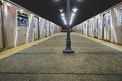 Haltestelle in New York - p1345m1218853 von Alexandra Kern