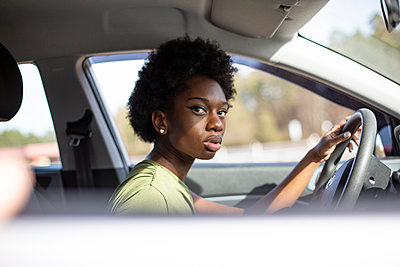 Young african woman in the car, portrait - p975m2247742 by Hayden Verry