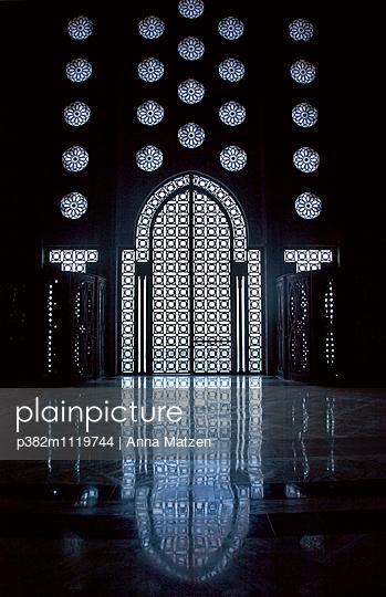 Tür in der Hassan-II.-Moschee - p382m1119744 von Anna Matzen