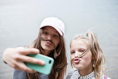 Selfiespaß - p1348m1558584 von HANDKE + NEU