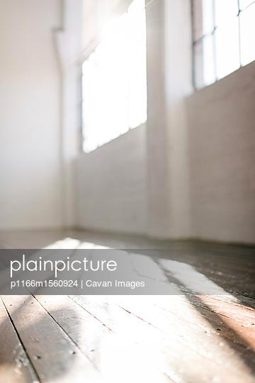 plainpicture - plainpicture p1166m1560924 - Interior of empty gym - plainpicture/Cavan Images