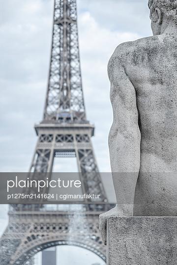 Eifelturm und Skulptur - p1275m2141624 von cgimanufaktur
