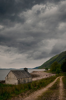 House on the coast of Scotland - p470m2148478 by Ingrid Michel