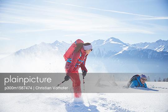 Austria, Tyrol, snowshoe hikers running through snow, man falling - p300m1587474 von Christian Vorhofer