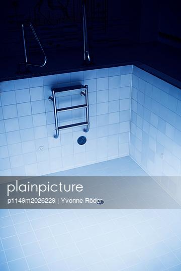 Leeres Schwimmbecken - p1149m2026229 von Yvonne Röder