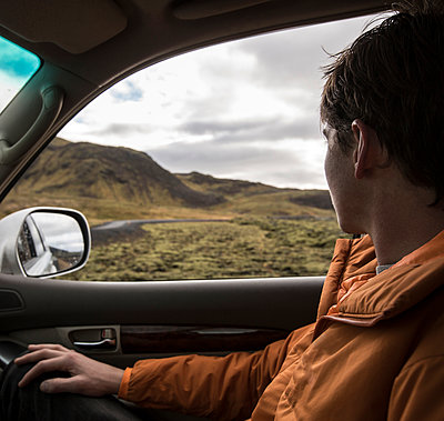Man driving in remote landscape - p555m1311426 by Kyle Monk