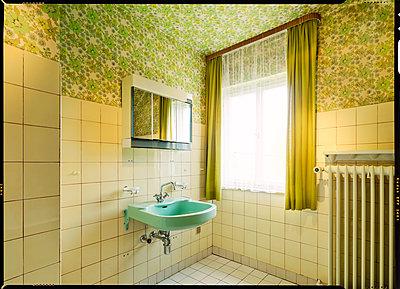 Badezimmer 80er - p1370m1445424 von Uwe Reicherter