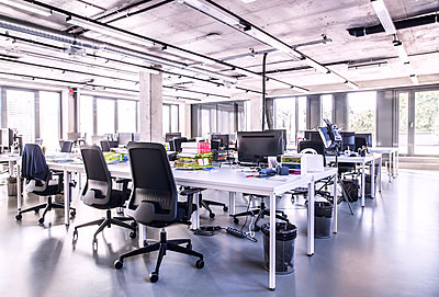 Modern open-plan office - p300m1568092 by HalfPoint