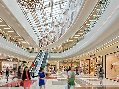 Einkaufscenter - p390m951974 von Frank Herfort