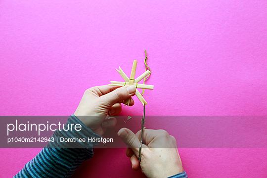 Strohstern - p1040m2142943 von Dorothee Hörstgen