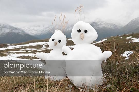 Zwei kleineSchneemänner im Nationalpark Hohe Tauern - p533m1525237 von Böhm Monika