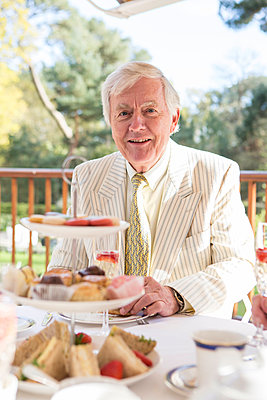 Portrait of senior man at tea party on the balcony - p1026m1164205 by Patrick Frost