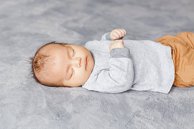 Sleeping Asian Chinese newborn baby boy child. Healthy lifestyle - p1166m2268459 by Cavan Images
