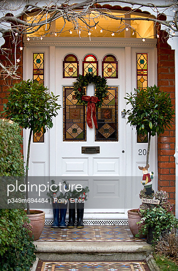 Front door decorated for Christmas - p349m694484 by Polly Eltes