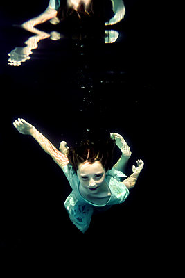 Girl Underwater  - p1019m2100557 by Stephen Carroll