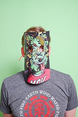 Man wearing paper mask - p1267m2184971 by Wolf Meier