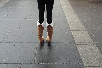 Boots of young woman on the pavement - p1401m2269894 by Jens Goldbeck