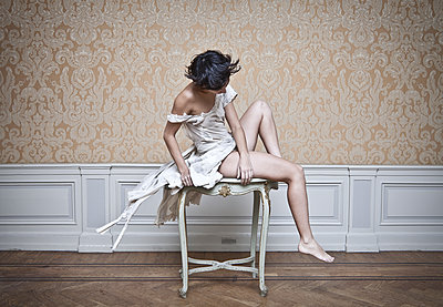 Woman in a torn dress - p1670m2248771 by HANNAH