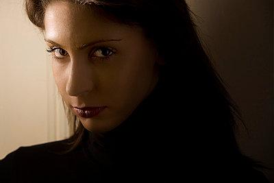 Frauenportrait - p3300154 von Harald Braun