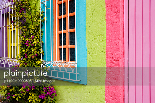 Colorful Walls - p1100m2090893 by Mint Images