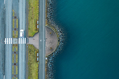 Car on road on shore near water - p1166m2095990 by Cavan Images