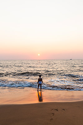 Sonnenuntergang in Goa - p1271m2055320 von Maurice Kohl