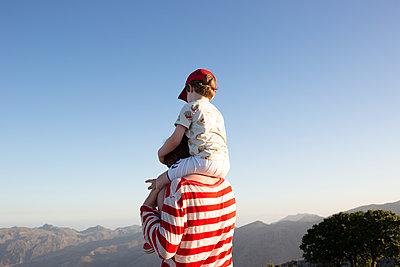 Blick über die Berge von Kreta - p454m2030943 von Lubitz + Dorner