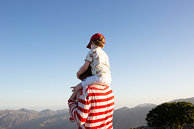 Overlooking the mountains of Crete - p454m2030943 by Lubitz + Dorner