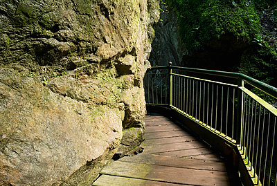 Walkway through a gorge - p564m1006836 by Dona