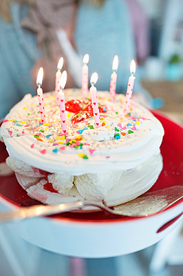 Birthday cake - p312m1522146 by Rebecca Wallin