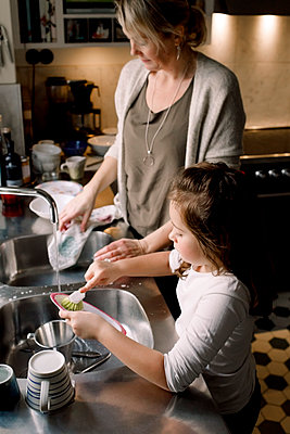 High angle view of mother and daughter working in kitchen at home - p426m2074618 by Maskot