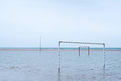 Fußballtor im Wasser - p1423m1564510 von JUAN MOYANO