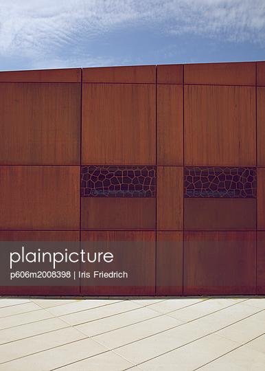 Moderne Stahlfassade - p606m2008398 von Iris Friedrich