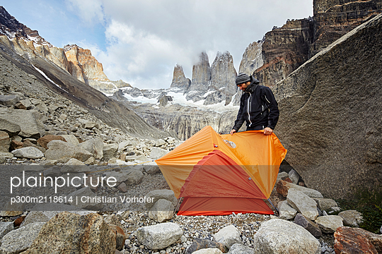 Mountaineer camping at Torres del Paine National Park, Patagonia, Chile - p300m2118614 by Christian Vorhofer