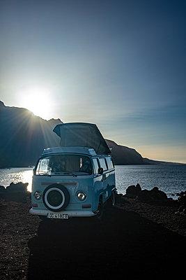 Alter VW-Bus am Strand - p713m2215879 von Florian Kresse