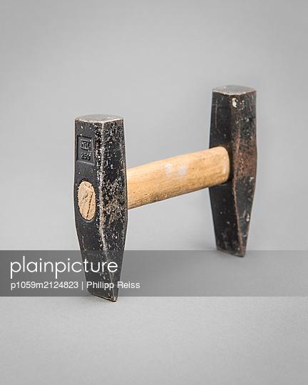 Hammer - p1059m2124823 by Philipp Reiss