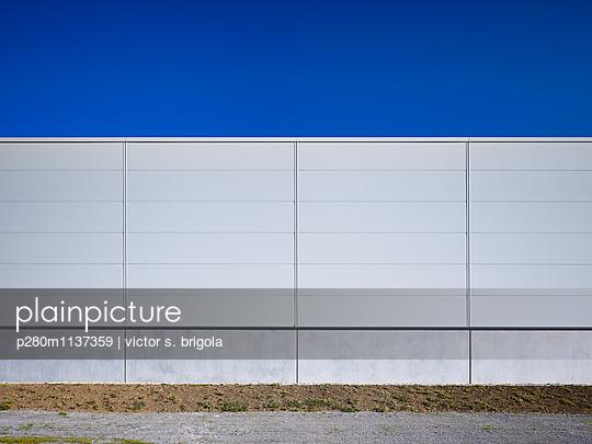 Fassade Lagerhalle - p280m1137359 von victor s. brigola