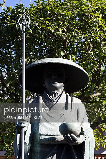 Skulptur eines Bettlers - p958m1584168 von KL23