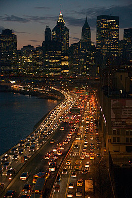 New York bei Nacht - p265m1043294 von Oote Boe