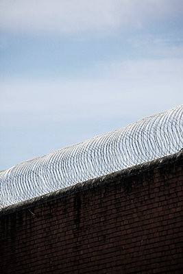 Wall with barbed wire - p4150513 by Tanja Luther