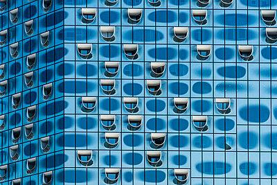 Fassade der Elbphilharmonie - p488m1048455 von Bias