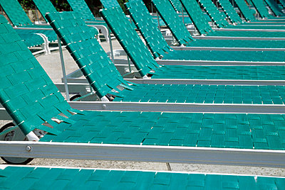 Empty Green Sun Loungers Lined Up In A Row - p644m727945 by Jenny Acheson