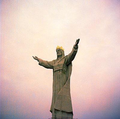 Hands up - p858m1119245 von Lucja Romanowska